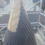 couverture en ardoise taillees en ecailles et posees au clou de cuivre sur la tourelle 12 rue de chateaulin nantes par rivet gris couverture