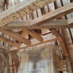 charpente-en-cours-de-restauration-realisee-par-les-ateliers-perrault-freres-au-chateau-de-la-motte-glain