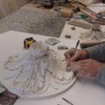 rosace-en-cours-de-réalisation-par-profil-staff-pour-la-cage-d-escalier-du-chateau-du-mazeau