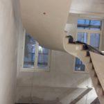 travaux-achevé-habillage-d-un-escalier-en-plâtrerie-dans-un-magasin-vuitton-a-bruxelles-realise-par-profil-staff