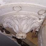 etat-d-origine-rosace-cage-d-escalier-du-chateau-du-mazeau-avant-restitution-par-profil-staff